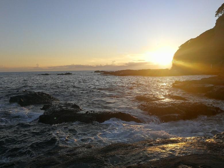 江の島の海辺の夕日